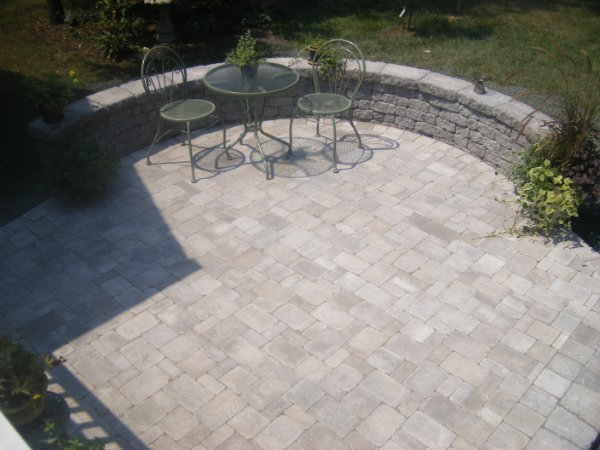 PAVER PATIO WITH STONE WALL