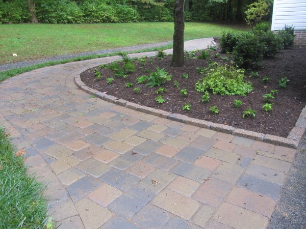 Paver walkway curbstone edging ciminelli 39 s landscape for Brick sidewalk edging